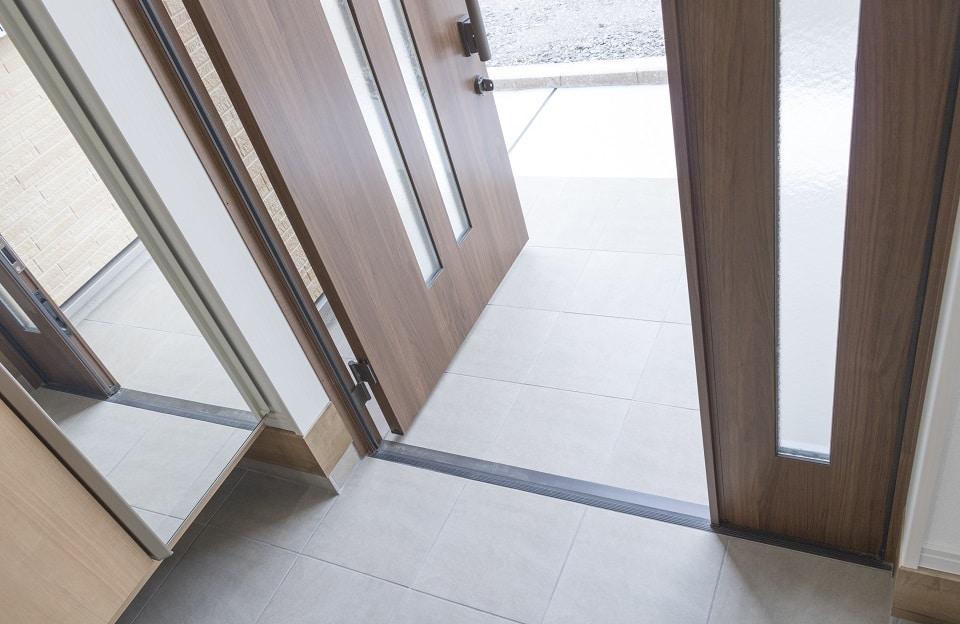 Les étapes pour installer une porte d'entrée